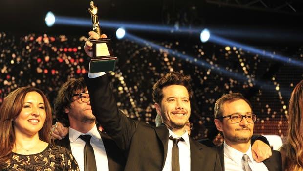 Sebastián Ortega levanta el premio de Oro para El marginal