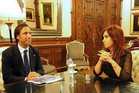 """Tras el """"me quiero ir"""", Cristina Kirchner y Hernán Lorenzino compartieron un acto en Casa Rosada"""