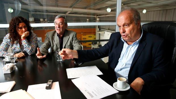 Lombardi y los secretarios Gabriela Ricardes y Jorge Sigal