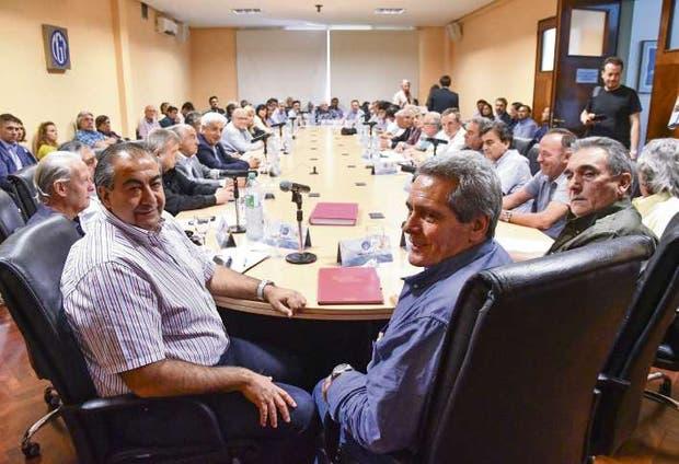 Daer, Acuña y Schmid, ayer, en la reunión de consejo directivo de la CGT