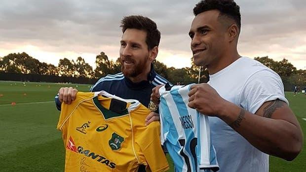 Messi intercambió camiseta con Will Genia de los Wallabies