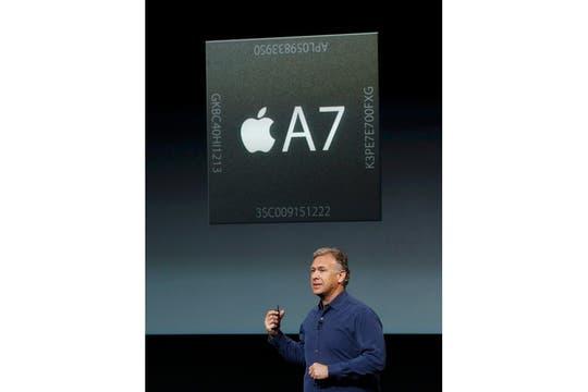 El nuevo procesador A7 de 64 bits es 56 más veloz que el del iPhone original. Foto: Reuters