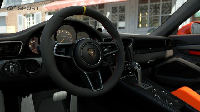 El interior de una Ferrari en el GT Sport