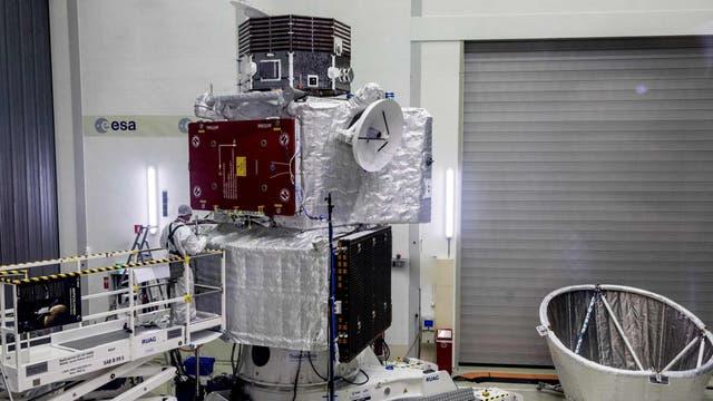 La sonda BepiColombo en Holanda, durante los últimos exámenes