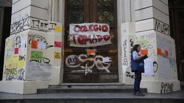 Los estudiantes de 29 colegios se oponen a la reforma educativa planteada por Larreta