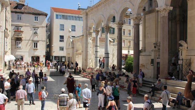 Las escalinatas del palacio Dioclesiano, un buen lugar para contemplar Split