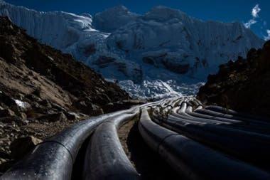 La laguna de Palcacocha ha visto su volumen multiplicarse por 34 veces desde los años 70 por el derretimiento de los glaciares, algo que preocupa en la ciudad de Huaraz