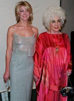 Elizabeth Taylor y Natasha Richardson en una fiesta para recaudar fondos para la American Foundation for AIDS Research, organización de lucha contra el Sida fundada por ella misma, en New York, en marzo de 1999.. Foto: Archivo