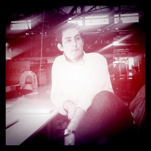 Kevin Systrom bajo el filtro de su propia aplicación, Instagram