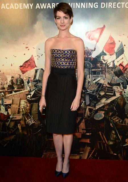 Anne Hathaway encarna a Fantine en la película musical basada en el texto de Víctor Hugo. Foto: /AP