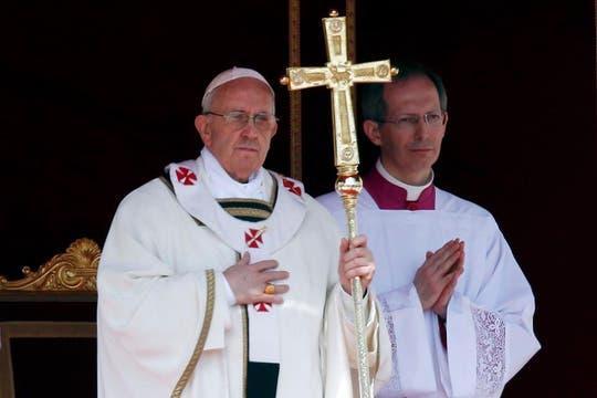 Jorge Bergoglio salió de la Basílica de San Pedro, donde practicó los rituales de investidura del poder papal, y presidió la misa de asunción. Foto: Reuters
