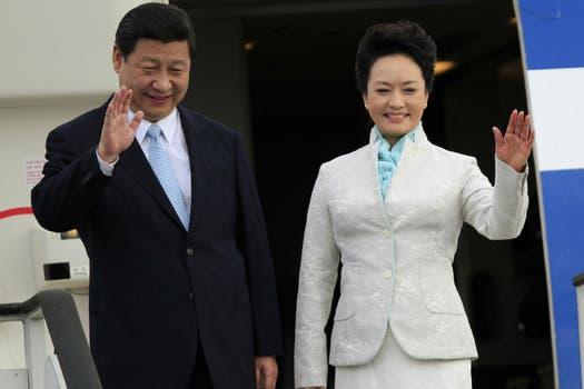 Xi y Peng, al arribar a Tanzania tras su paso por Rusia. Foto: Reuters