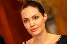 Angelina Jolie, de 37 años, aseguró en su columna que redujo la posibilidad de contraer cáncer de mama a un 5 por ciento
