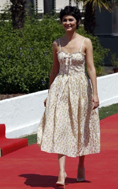 Audrey Tautou, la anfitriona, optó por un vestido sencillo y primaveral.