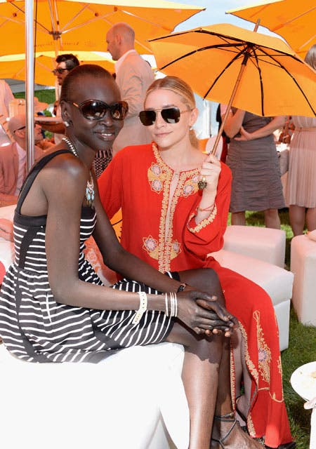 La supermodelo Alek Wek y Ashley Olsen, sin dudas dos que marcaron tendencia. Foto: /Gza. Feedback PR