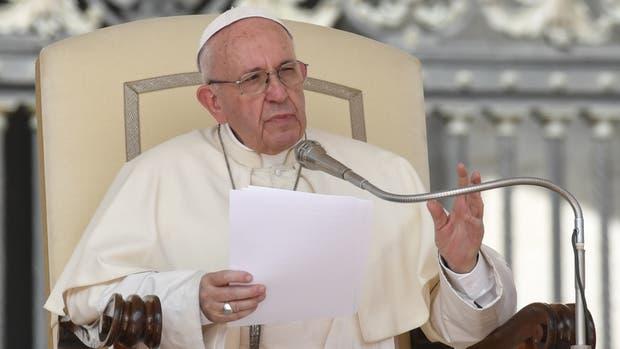 El actual embajador de la Santa Sede en el país, Emil Paul Tscherrig, será destinado a cumplir la misma función ante Italia y San Marino