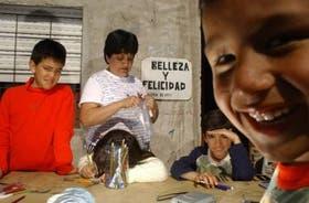 Los chicos de Villa Fiorito participan de los talleres de dibujo del centro cultural