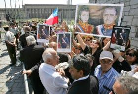 Desde temprano, los seguidores de Pinochet hicieron cola para el adiós