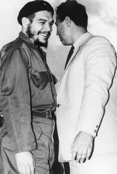 Con Ben Bella en Argel. Foto: Fotografía del libro Che Guevara, la vida en juego