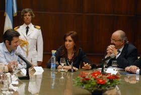 Víctor Santamaría, del sindicato de encargados, con Cristina Kirchner y el ministro de Trabajo, Carlos Tomada