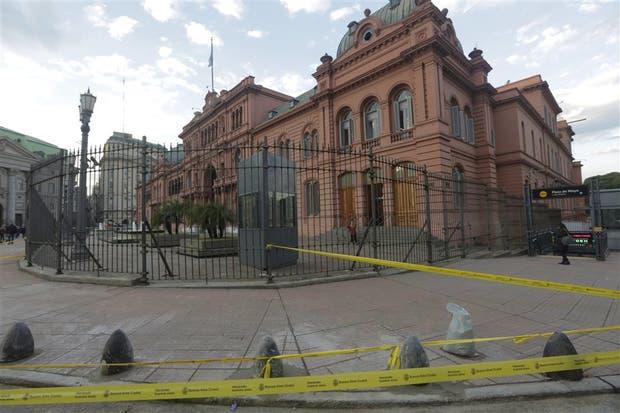 Instalaron ayer topes de cemento en el perímetro de la Casa Rosada