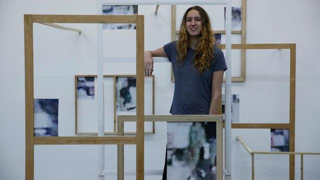 Clara Imbert, 21 años, París/Londres''El arte acá es mucho menos académico, se crean más oportunidades, y estar en una nueva ciudad es inspirador.'' Tras un mes en Villa Crespo, irá a Atacama a seguir su investigación fotográfica