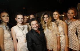 Sarkany, con sus modelos, en el cierre de BAFWeek