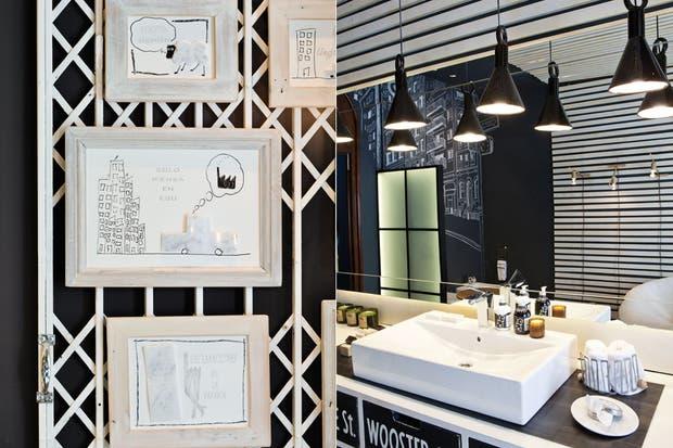 El piso damero es de mármol 'Black Wood' y Carrara (Calello Hnos.), mientras que las paredes se pintaron de 'Gris Noble' mate (Alba).  /Santiago Ciuffo
