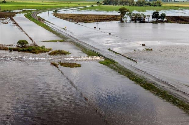En San Justo, provincia de Santa Fe,el agua anegó campos y rutas