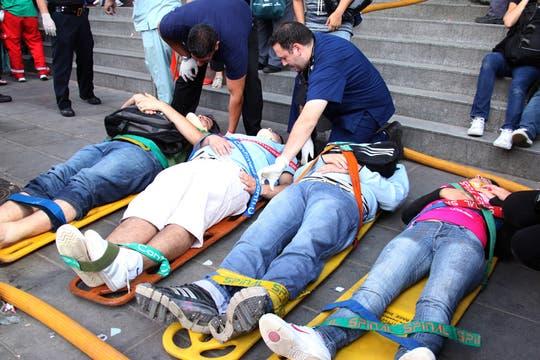 Un tren no logró frenar al llegar a la estación de Once, hay cientos de heridos y varios muertos. Foto: LA NACION / Martina Matzkin