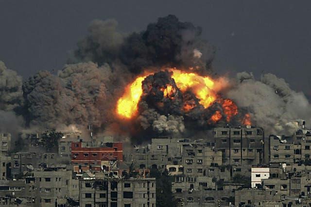 Los ataques de la aviación israelí alcanzaron asimismo la sede de la emisora de radio de Hamas