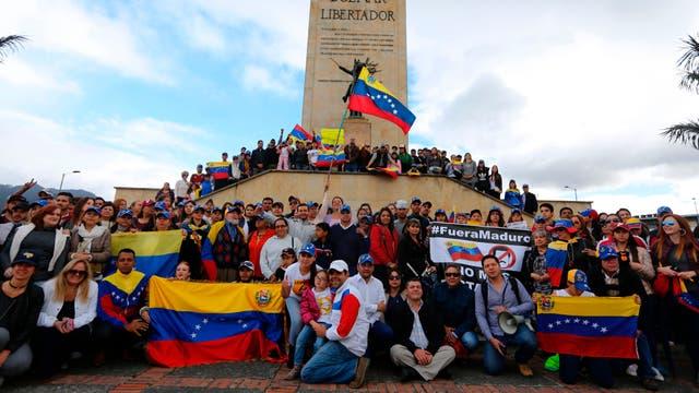 Miles de venezolanos marchan contra el presidente venezolano Nicolás Maduro