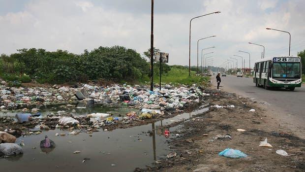 Octubre de 2013, en La Matanza, una triste imagen que ha empeorado en muchísimas otras calles, caminos y rutas del país