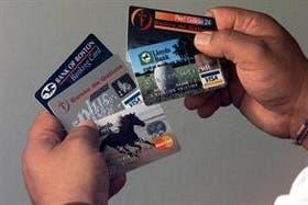 Analizan fijar cupos desde noviembre para la compra con tarjeta de crédito en el exterior