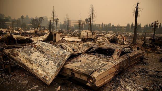 Las llamas se apoderan de todo a su paso, en California