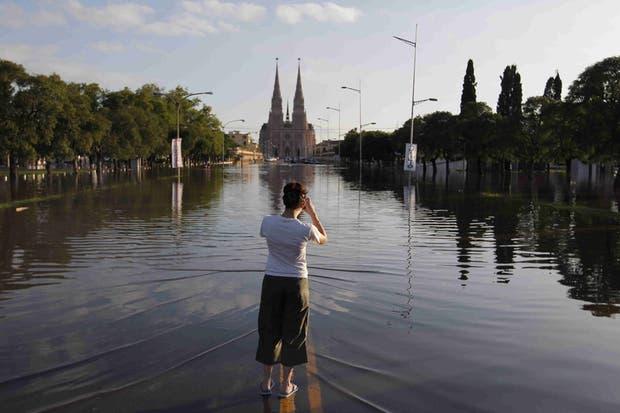 La zona céntrica de Luján, la basílica y calles cercanas, bajo el agua por las lluvias