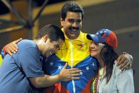 Nicolás Maduro, junto a su esposa y su hijo, en campaña