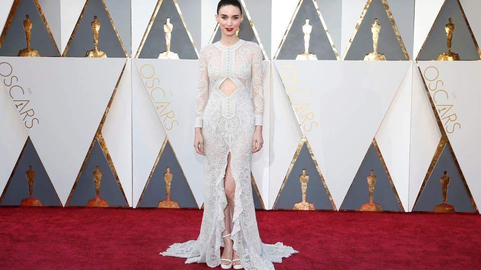 El vestido de Rooney Mara sin duda lleva el sello de Givenchy..