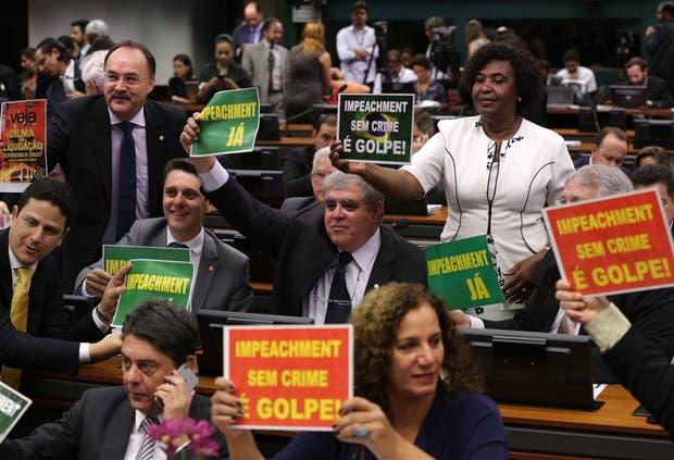 Dilma cerca del juicio político: el vicepresidente ya habla de sucesión