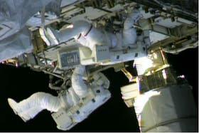 Los astronautas Chris Cassidy y Tom Marshburn, trabajando en el exterior de la Estación Espacial Internacional