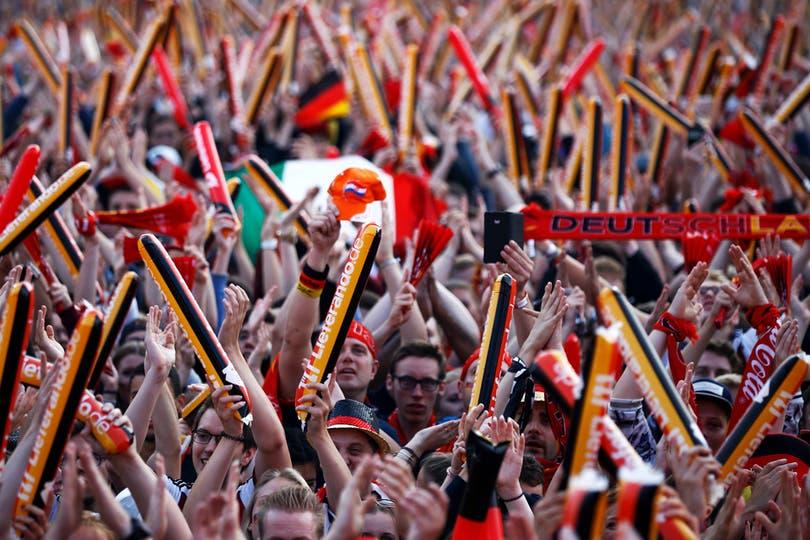 El publico en Alemania Vs Italia, por los cuartos de final de Eurocopa 2016. Foto: Reuters / Axel Schmidt