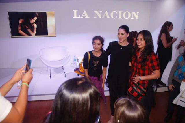 Paloma Herrera se sacó decenas de fotos con sus seguidores en La Rural