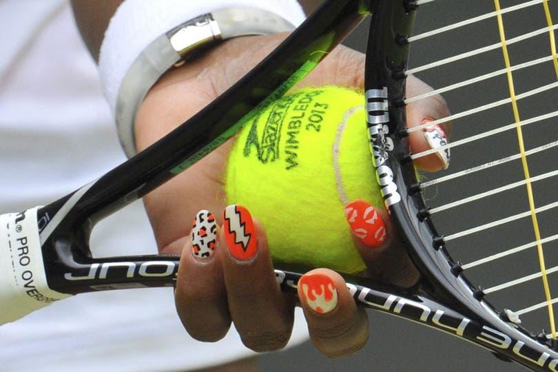 Un presupuesto en manicura se gasta Serena Williams.... Foto: Reuters