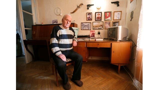 """Levan Gongadze, de 87 años, """"Fui un admirador de Stalin toda mi vida"""""""