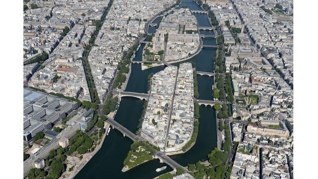 Vista aérea donde se observa la catedral de Notre-Dame