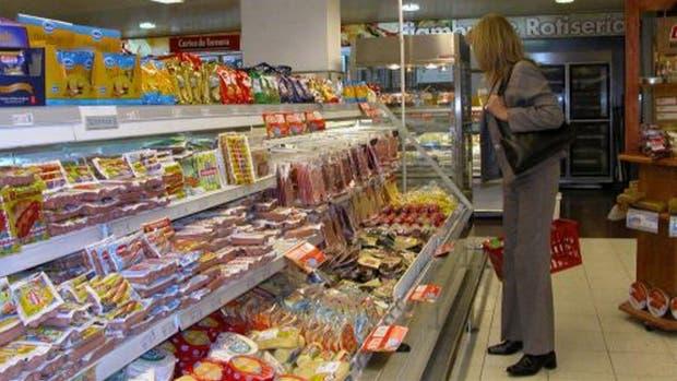 El Gobierno oficializó hoy la norma que obliga a los supermercados a informar diariamente el precio de sus productos