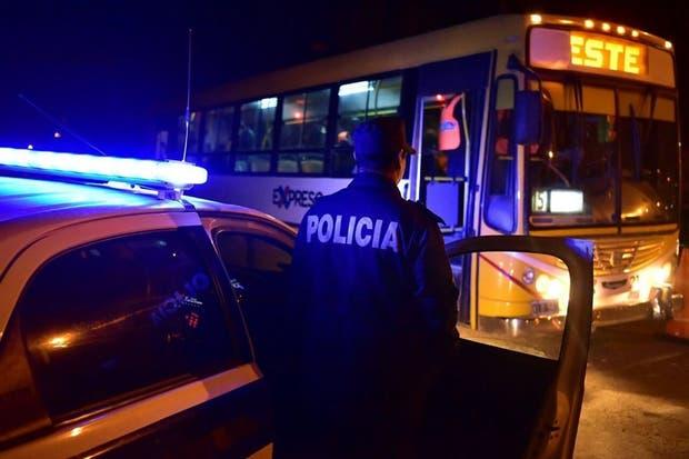 La policía intensificó los chequeos de identidades dentro de los colectivos en el conurbano