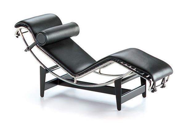 Chaise longue a réglage continu, Le Corbusier..