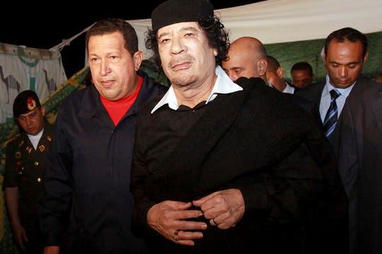 """Recibido en Trípoli por el líder libio, Muamar Khadafy, y distinguido con un doctorado """"honoris causa"""" en octubre de 2010. Foto: Archivo"""