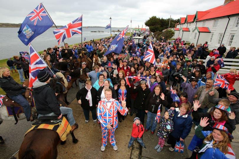 Los isleños se pronunciaron de manera masiva por permanecer como británicos.